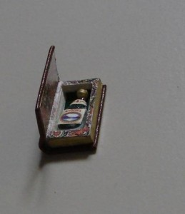 open-boek-met-fles-259x300